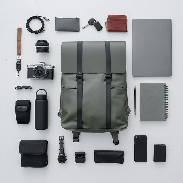 """Ever wondered what you can put in our Spläsh 13"""" bag? Here's an example!⠀⠀ Shot by: @nikonasia ⠀⠀⠀⠀⠀⠀⠀ ⠀⠀⠀⠀⠀⠀⠀⠀⠀ #anywherewithgl #gastonluga #spläsh13oliveblack #NikonZfc"""