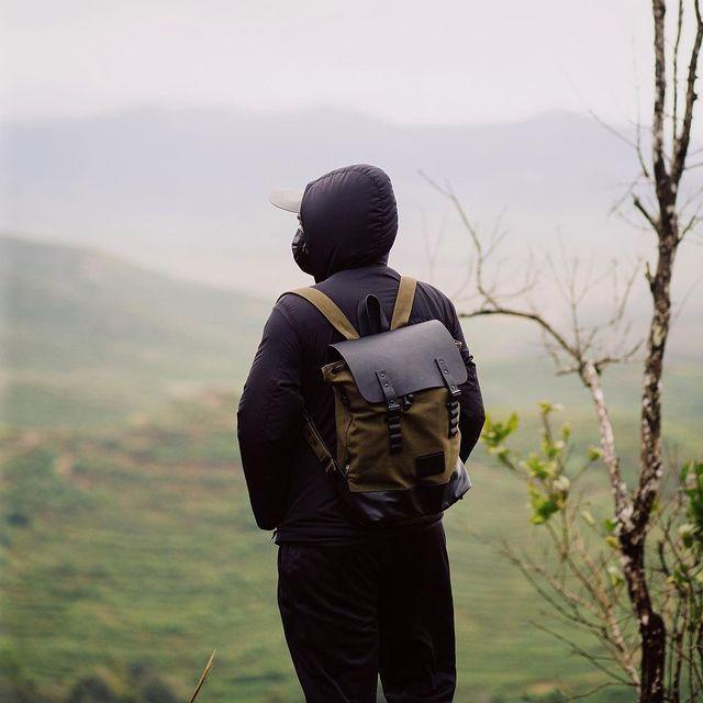 Leave the road, take the trails.⠀⠀⠀⠀⠀⠀⠀⠀⠀ ⠀⠀⠀⠀⠀⠀⠀⠀⠀ Image shot by @w.eizlan⠀⠀⠀⠀⠀⠀⠀⠀⠀ #anywherewithgl #gastonluga #pråperoliveblack