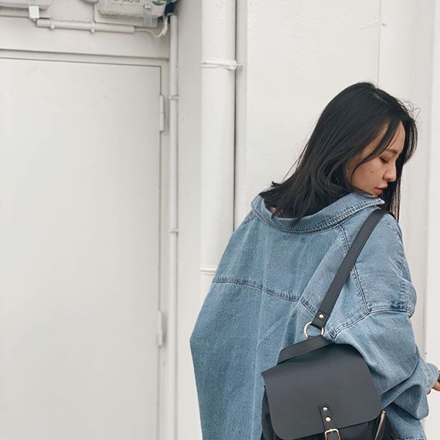 Our Pärlan Black backpack beautifully styled with an oversize denim jacket.