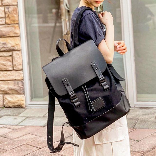 Complement any outfit with our stylish and minimalistic Pråper backpack!