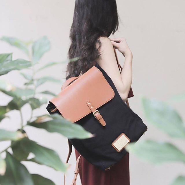 Simplicity is the keynote of all true elegance. (Photo via @m0nice)  #ClässyBlackBrown #walkswithGL #anywherewithGL #gastonluga