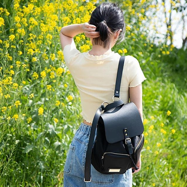 Look cute while keeping your valuables safe! Our Pärlan backpack comes with a hidden back pocket where you can store your most precious valuables. (Photo via @tabidanzyo)⁠ ⁠ #PärlanBlack⁠ #walkswithGL #anywherewithGL #gastonluga⁠