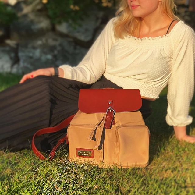 Just chilling on the grass with our Pärlan Backpack. How about you? ✨ (Photo via @lisadahlgrenen)⁠ ⁠ #PärlanBrownSand⁠ #walkswithGL #anywherewithGL #gastonluga⁠