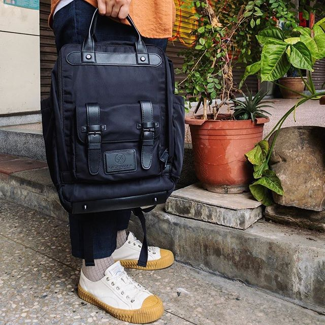Our Biten backpack comes with an inner padded laptop compartment, and two quick access pockets on the outside, making it a great choice for work or travel. Tap on photo for more details.