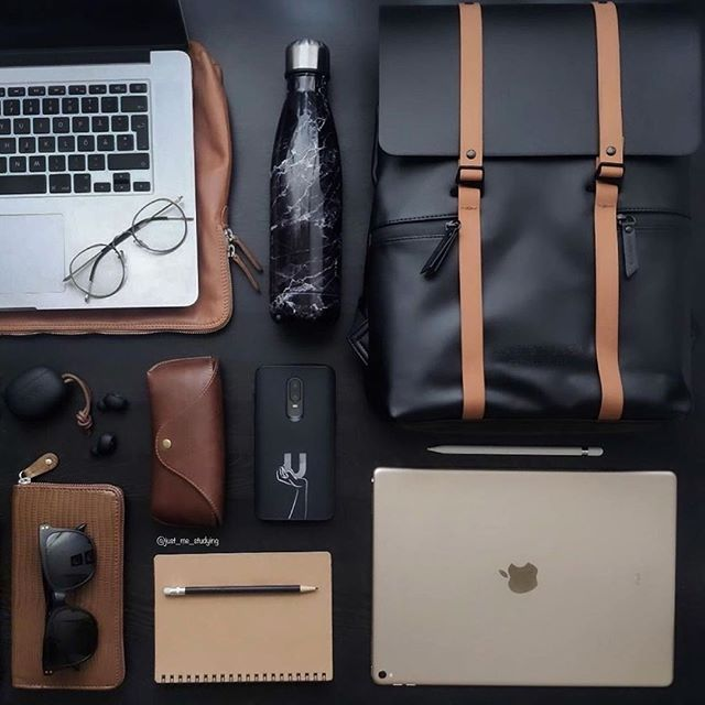 What's in your backpack? Tag us in your photos for a chance to get featured! (Photo via @just_me_studying)  #Spläsh13''BlackBrown #walkswithGL #anywherewithGL #gastonluga