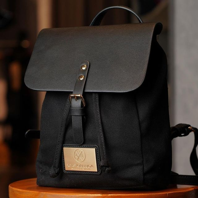 You can never go wrong with the Clässy backpack in Black! If you could have this backpack in any colour you want, what colour would it be?