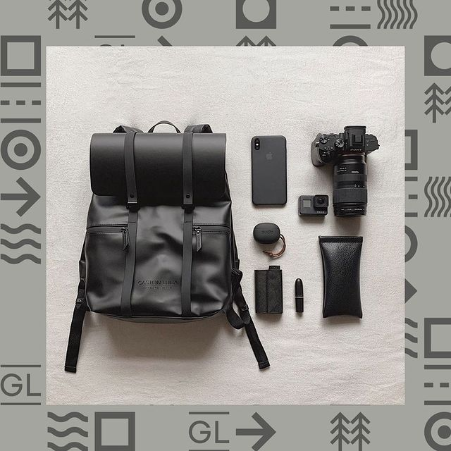 What's in your bag? ⁠ ⁠ ⁠ (Photo via @okunonolife)⁠ #CarryYourLife⁠ #AnywhereWithGL ⁠ #GastonLuga⁠