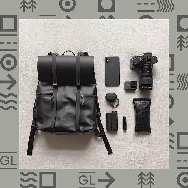 What's in your bag?    (Photo via @okunonolife) #CarryYourLife #AnywhereWithGL  #GastonLuga