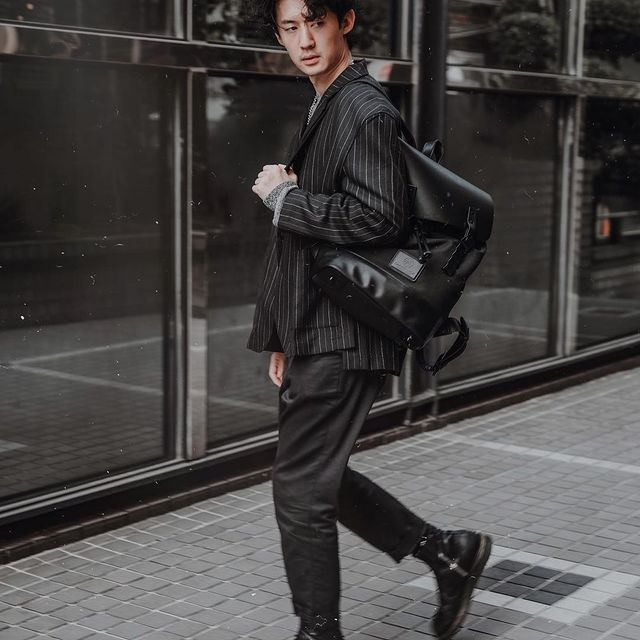 Stepping into Monday with style with @relux.hair