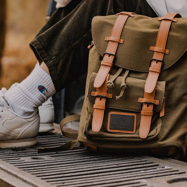 Our Clässic backpack comes in 4 different colours. @visualbyjake says that our Clässic backpack in Olive Brown is a great colour for Summer!