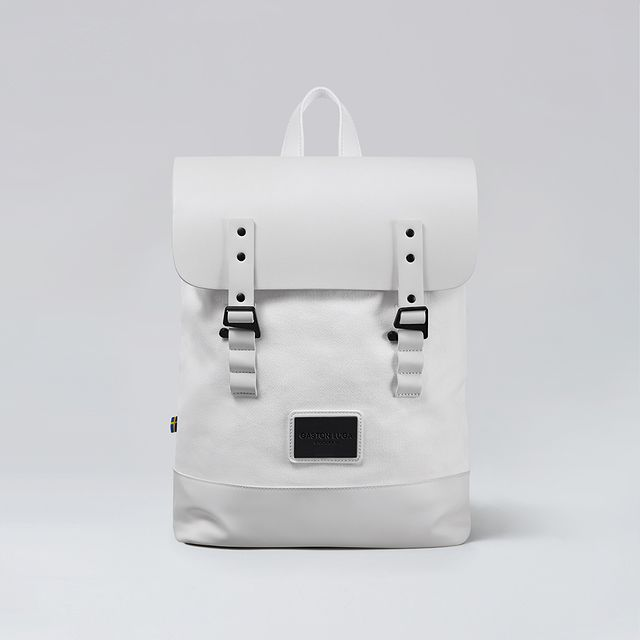 Keep it fresh and classy with Pråper White. 18L volume and holds laptops up to 15 inches. ⠀⠀⠀⠀⠀⠀⠀⠀⠀ ⠀⠀⠀⠀⠀⠀⠀⠀⠀ #anywherewithgl #gastonluga #pråperwhite