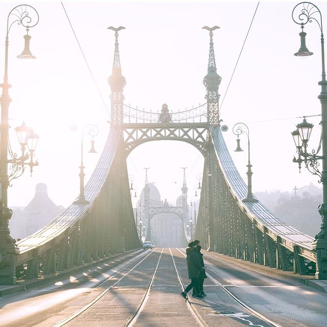 Do you recognize this city?⠀⠀⠀⠀⠀⠀⠀⠀⠀ ⠀⠀⠀⠀⠀⠀⠀⠀⠀ #anywherewithgl #gastonluga