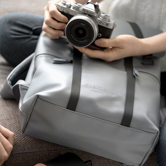 "Our grey Spläsh 16"" shot by the folks at Nikon. Follow for more!⠀⠀⠀⠀⠀⠀⠀⠀⠀ ⠀⠀⠀⠀⠀⠀⠀⠀⠀ #anywherewithgl #gastonluga #spläsh13greyblack #NikonZfc"